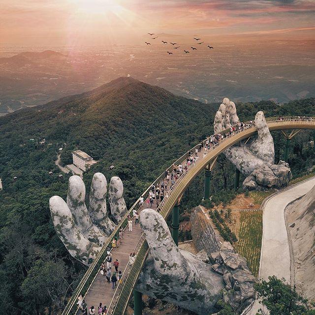 El puente de las manos gigantes de Vietnam